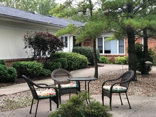 La Chaumiere Retirement Residence - Courtyard